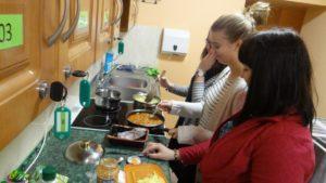 Wychowankowie internatu poznają kuchnię zinnych stron świata
