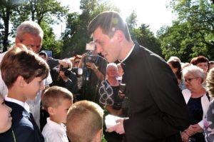 Uczestnictwo dzieci wświęceniach kapłańskich ks.Piotra Wolnego