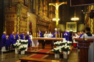 Msza św.zazamordowanych wczasie II wojny światowej kapłanów inauczycieli Włocławka