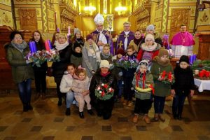 Poświęcenie wieńców adwentowych we włocławskiej bazylice katedralnej