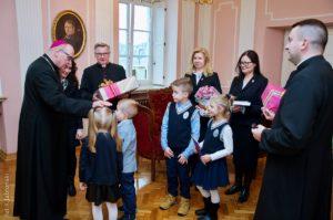 Długoszacy zgorącymi życzeniami uKsiędza Biskupa
