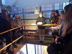Długoszacy zwiedzali archiwum diecezjalne wkatedrze włocławskiej