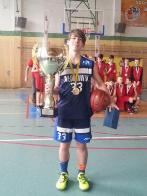 Uczeń SP Długosza zwycięzcą turnieju Parkietowo Royal Apple Cup