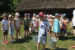 Wycieczka przedszkolaków doKłóbki