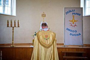 """""""Ześlij, Panie, swego Ducha"""" – szkolna adoracja Najświętszego Sakramentu"""