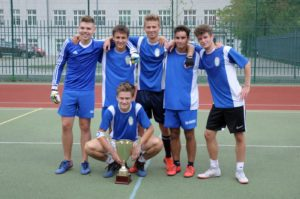 Pierwsze piłkarskie zwycięstwo drużyny Uczniów nad drużyną Nauczycieli