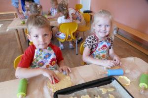 Kosmiczne warsztaty kulinarne w przedszkolu
