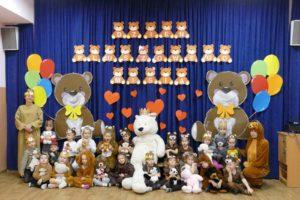 Przedszkolaki świętują Dzień Pluszowego Misia