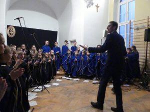 Występ chórów Nam Deus i Długoszaczki