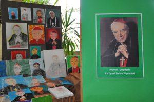 Szkolne wystawy o przyszłym błogosławionym – czyli ciąg dalszy naszych przygotowań do beatyfikacji Prymasa Tysiąclecia Kardynała Stefana Wyszyńskiego