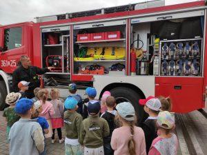 Iskierki zwiedzają Komendę Straży Pożarnej