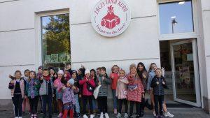 Wizyta klasy 2a wksięgarni